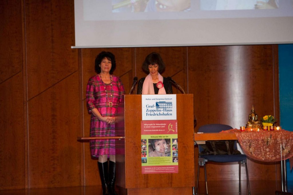 Begrüßung durch Beda Elsässer (Vereinsvorsitzende, im Bild rechts) und Martha Schreck (2. Vorsitzende)