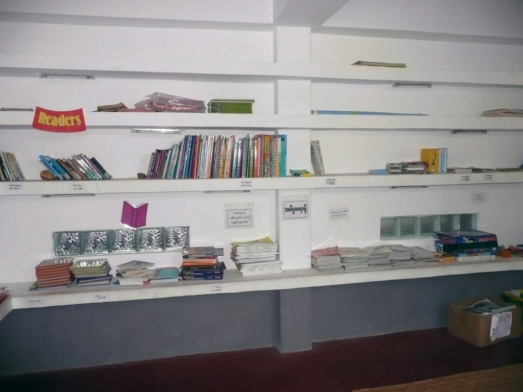 Die Bibliothek bietet noch Raum für Bücher