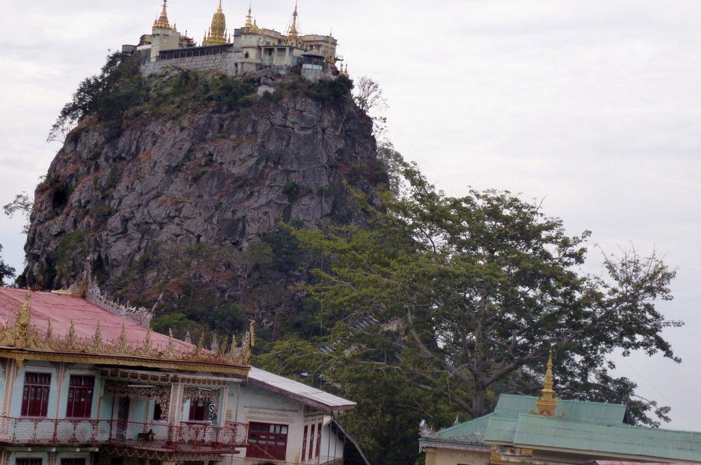 Ein beeindruckendes Gebäude auf dem Felsen