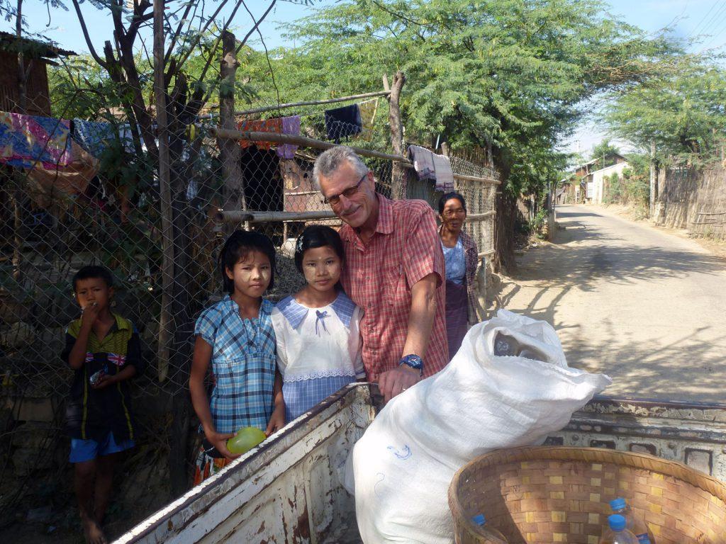 Auslieferung der Lebensmittel an die Patenkinder und deren Familien