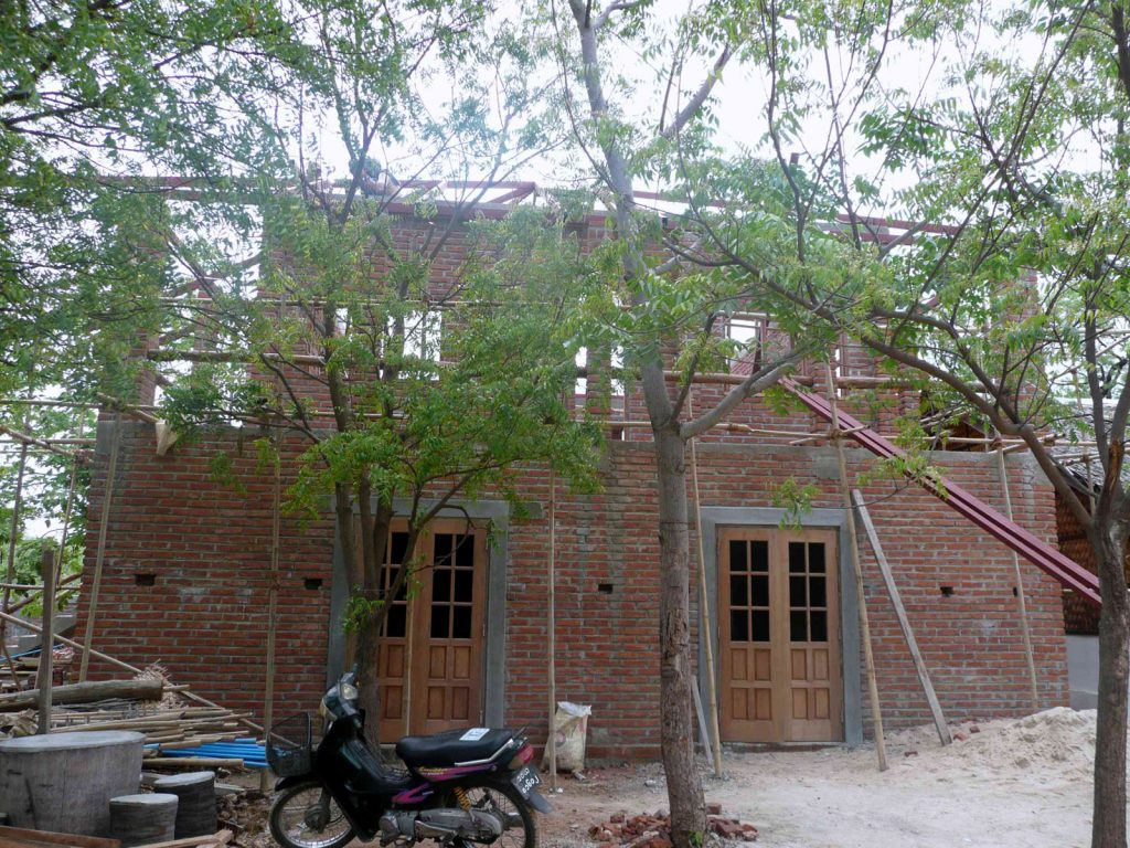 Ein neues Gebäude mit zusätzlichen Klassenräumen muss noch fertiggestellt werden