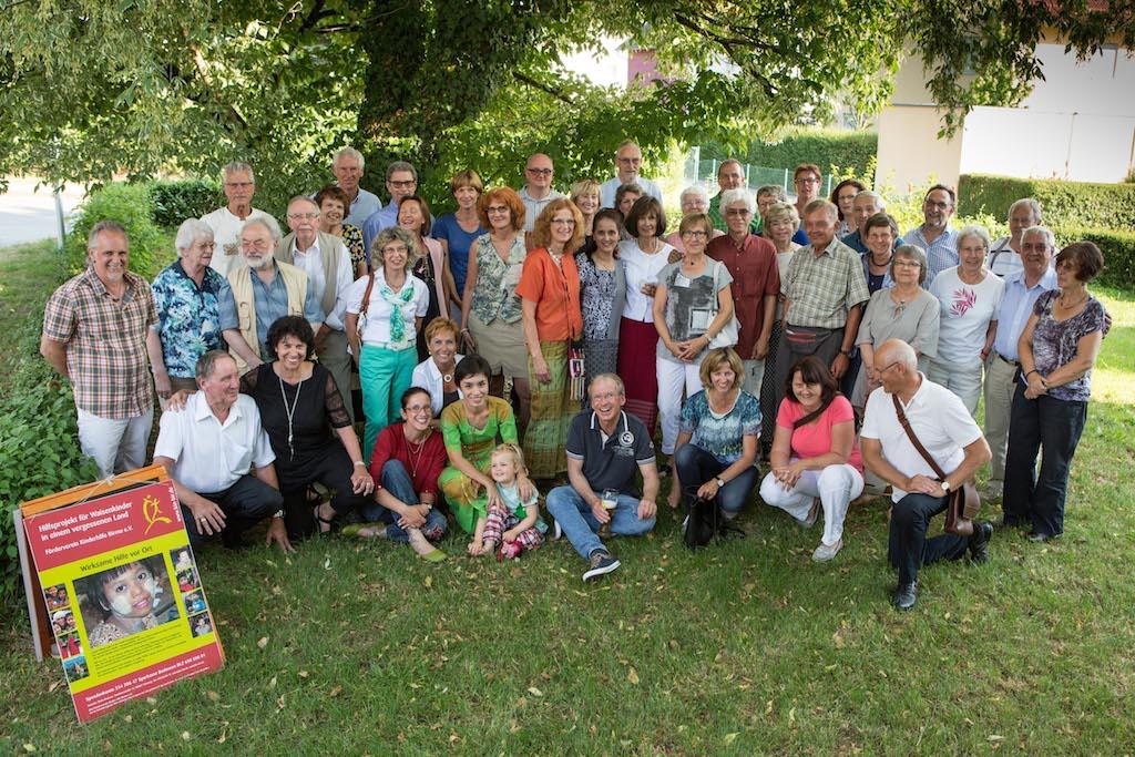 Gruppenfoto mit allen Anwesenden