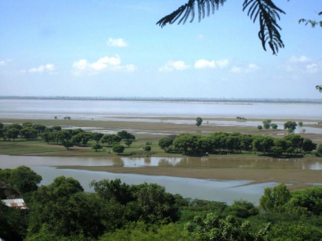 Blick vom Obergeschoss nach Südwesten auf den Ayeyarwaddy Fluss