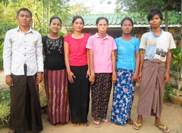 Das Personal, von links nach rechts: Pho Zaw, Ma Pye Son, Ma Thu, Cherry, Ma Ni, und My Nyein