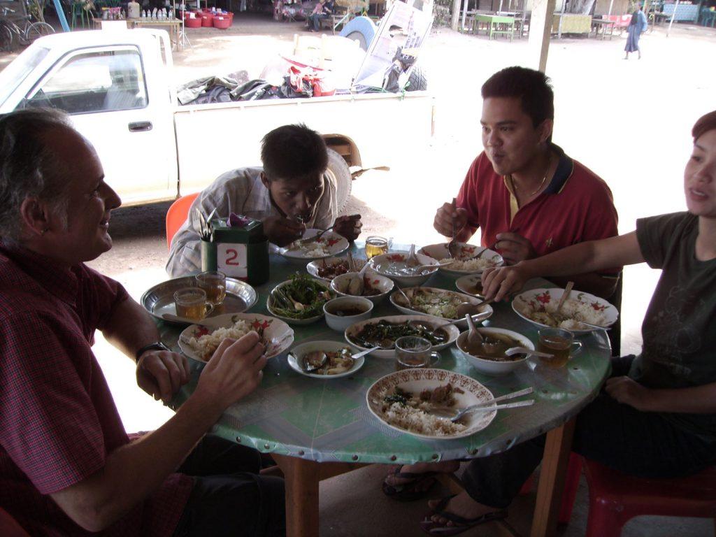 Rast im Straßenrestaurant - lecker war's