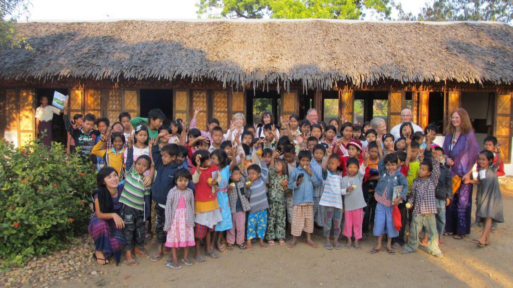 Im Moment unterstützen wir 75 Kinder, 65 davon besuchen die öffentlichen Schulen