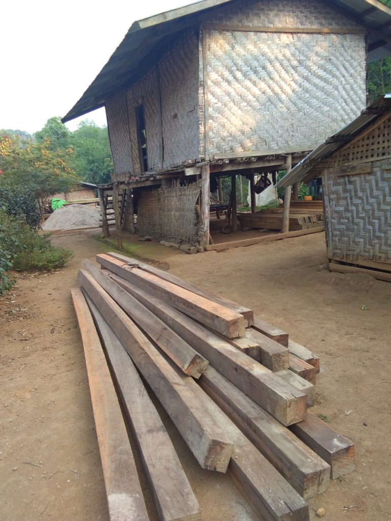 Renovierung / Neubau einer Hütte für eine Familie